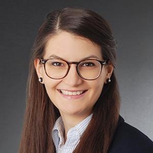 Dr. Julia Christl